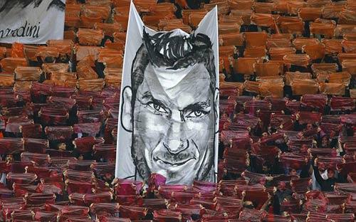 """Lập cú đúp, Totti """"tự sướng"""" ngay trên sân - 4"""