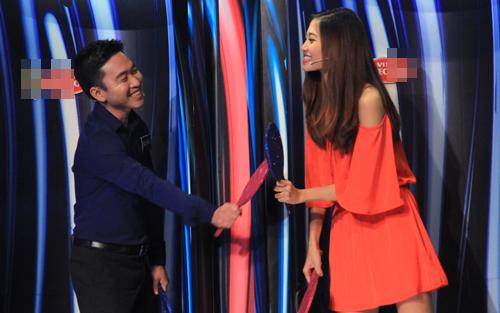 Ninh Hoàng Ngân khoe chồng trong gameshow truyền hình - 1