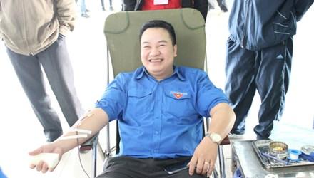 Thủ lĩnh tình nguyện hiến gần 7.000ml máu - 1