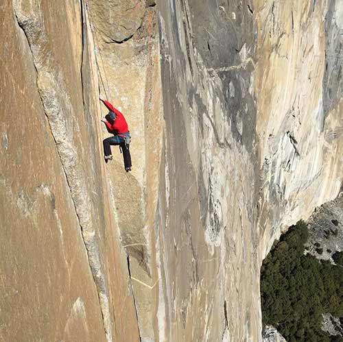 Leo vách đá gần 1 km chỉ bằng...tay không - 8