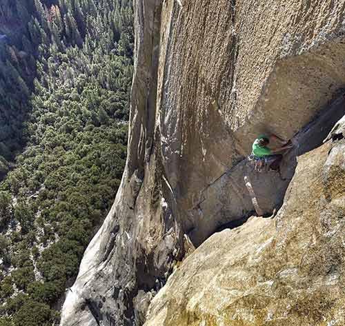 Leo vách đá gần 1 km chỉ bằng...tay không - 2