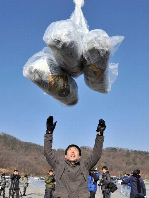 """""""The Interview"""" sẽ được gửi đến Triều Tiên bằng khinh khí cầu - 2"""