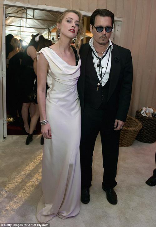 """Johnny Depp táo bạo """"khóa môi"""" người tình lưỡng tính - 6"""