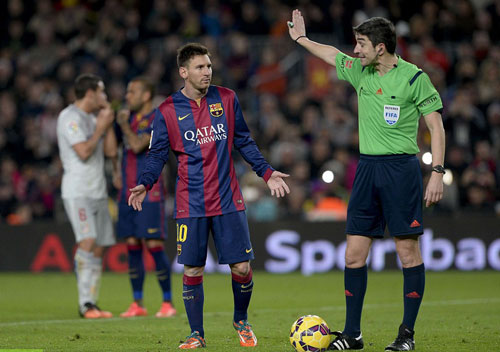 """Barca đại thắng: """"Nã đạn"""" vào khủng hoảng - 2"""
