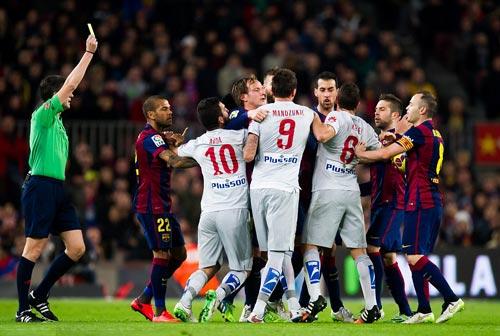 """Barca đại thắng: """"Nã đạn"""" vào khủng hoảng - 3"""