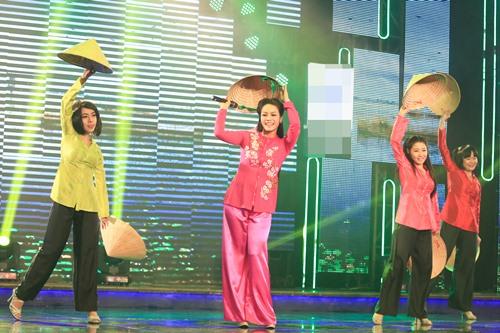 Nhật Kim Anh duyên dáng áo bà ba hát về quê chồng - 2