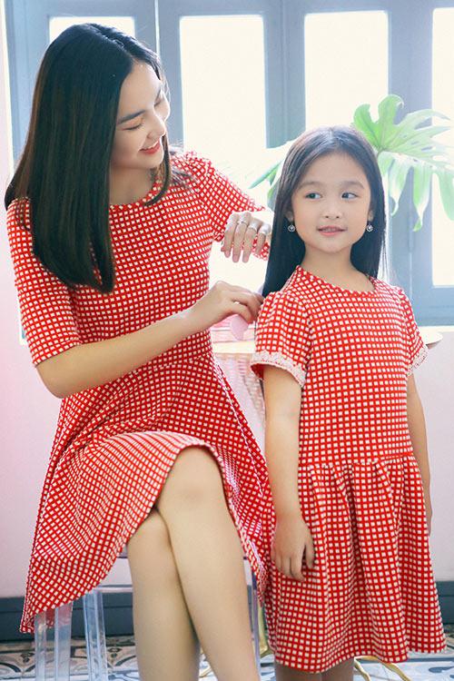 Hot girl Helly Tống xinh đẹp với thời trang du xuân - 9