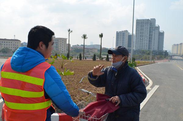 Xử phạt nhiều trường hợp dừng đỗ, chụp ảnh trên cầu Nhật Tân - 7