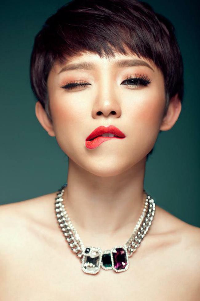 Từ một cô bé tóc xù cá tính, Tóc Tiên giờ đã là một cô gái trưởng thành sexy và quyến rũ mọi lúc mọi nơi.