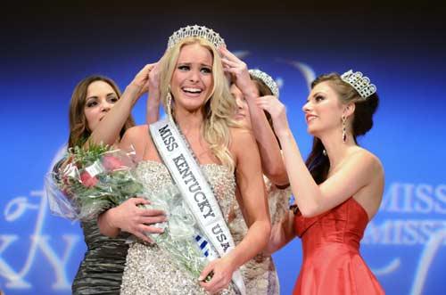 Quá đẹp, VĐV bóng chuyền đạt Hoa hậu ngay lần đầu thi - 1