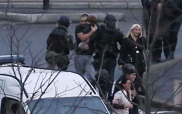 Pháp: Con tin bị bắn chết vì cướp súng kẻ bắt cóc - 2