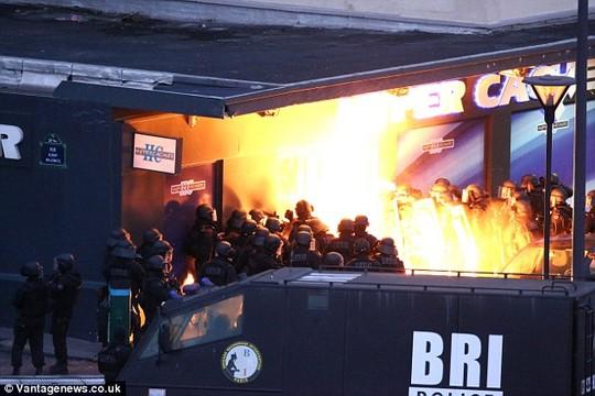Pháp: Con tin bị bắn chết vì cướp súng kẻ bắt cóc - 3