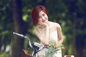 """Chân dung Hòa Minzy - """"bạn gái"""" 9x của Công Phượng"""