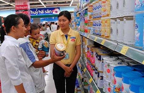 Giá sữa bị thao túng trước khi vào Việt Nam - 1