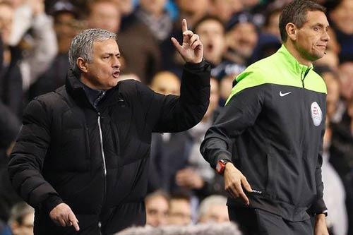 """Chê trọng tài """"béo"""", Mourinho đối mặt với án phạt - 1"""