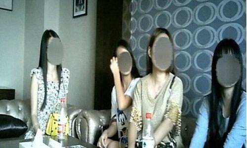 """Nữ sinh Trung Quốc đua nhau """"bán trứng"""" kiếm tiền"""
