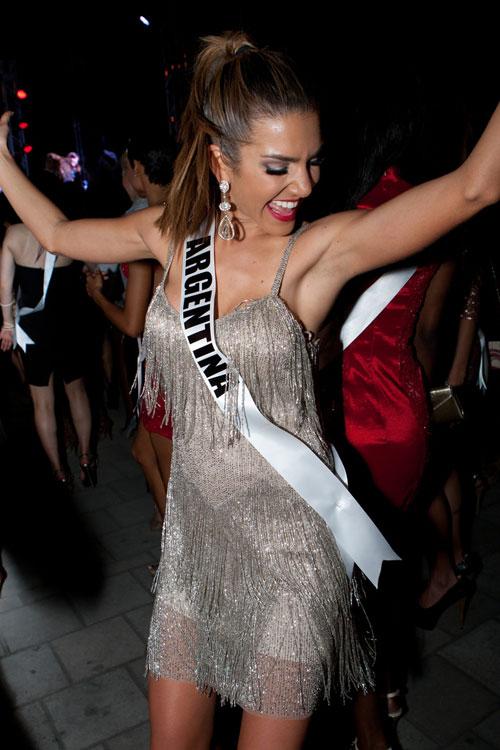 Thí sinh Hoa hậu Hoàn vũ làm náo loạn đường phố Mỹ - 19