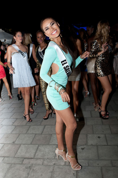 Thí sinh Hoa hậu Hoàn vũ làm náo loạn đường phố Mỹ - 18