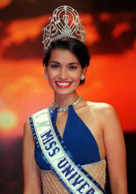 Vẫn giành vương miện Hoa hậu Hoàn vũ dù chỉ cao 1m62 - 3