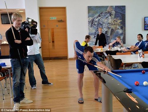 Bỏ xem QBV, Terry đi cổ vũ cơ thủ số 1 snooker - 5