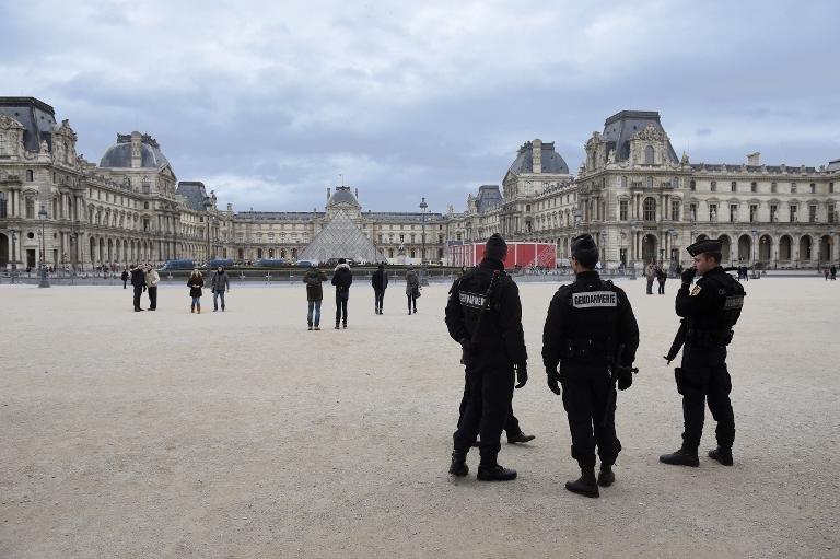 Tấn công ở Paris: Pháp ráo riết săn lùng 6 nghi phạm - 2