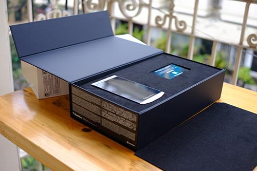 BlackBerry chính thức tung dòng smartphone cao cấp P'9982 - 3