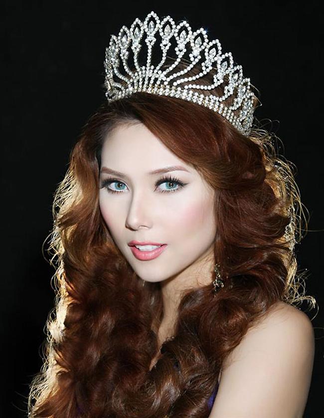 Năm 2008, cô giành vương miện á hậu tại cuộc thi Hoa hậu Hoàn vũ Việt Nam 2008.