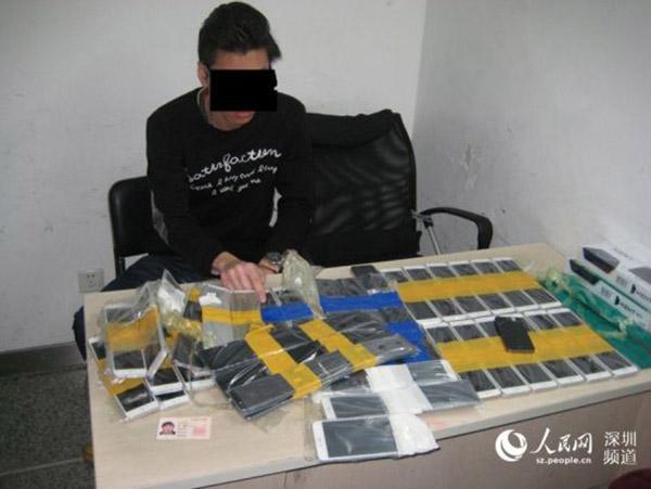 Hồng Kông: Dán gần 100 chiếc iPhone trên người để buôn lậu - 4