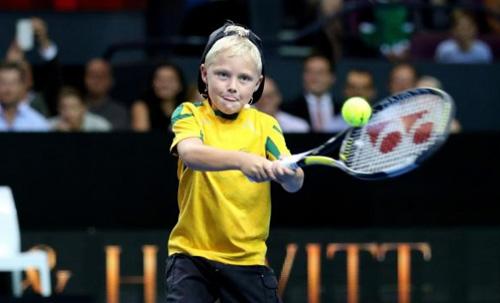 Federer ''bở hơi tai'' với bố con nhà Hewitt - 2