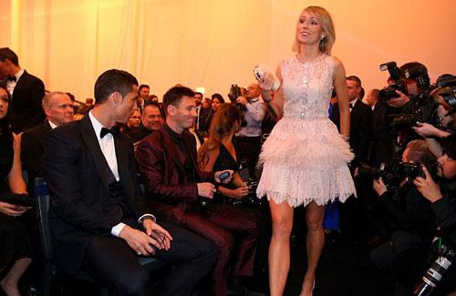"""Bóng hồng khiến Ronaldo, Messi """"ngẩn ngơ"""" - 1"""