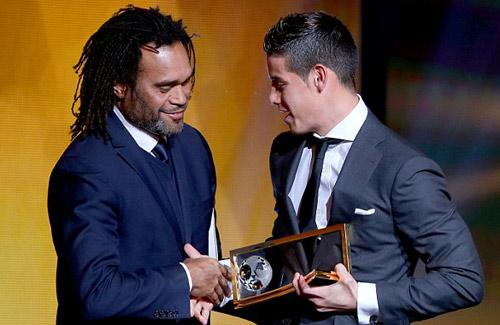 """Bóng hồng khiến Ronaldo, Messi """"ngẩn ngơ"""" - 4"""