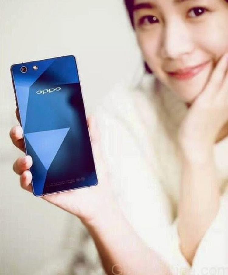 Oppo R1C mặt sapphire xanh huyền bí lên kệ - 3
