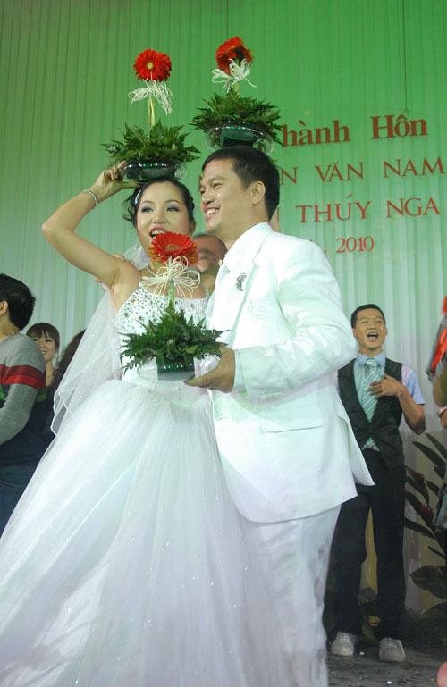 """Nhìn lại """"đám cưới khoai lang"""" của Thúy Nga và chồng cũ - 15"""