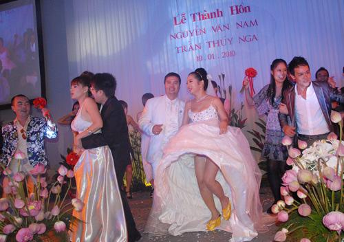 """Nhìn lại """"đám cưới khoai lang"""" của Thúy Nga và chồng cũ - 16"""