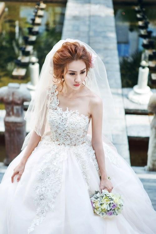 Ngân Khánh lấy chồng Việt kiều vào tháng 2 - 1