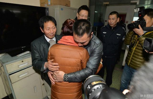Chàng trai gặp lại cha sau 24 năm bị bắt cóc - 3