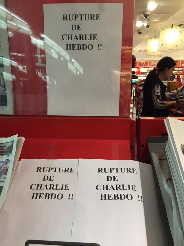 Người Pháp xếp hàng từ mờ sáng mua số mới của Charlie Hebdo - 8
