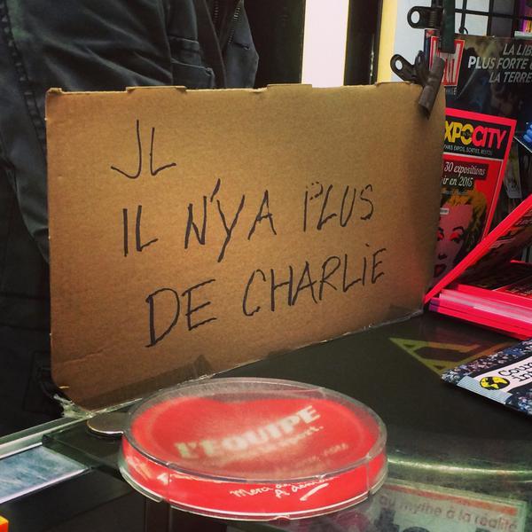 Người Pháp xếp hàng từ mờ sáng mua số mới của Charlie Hebdo - 9