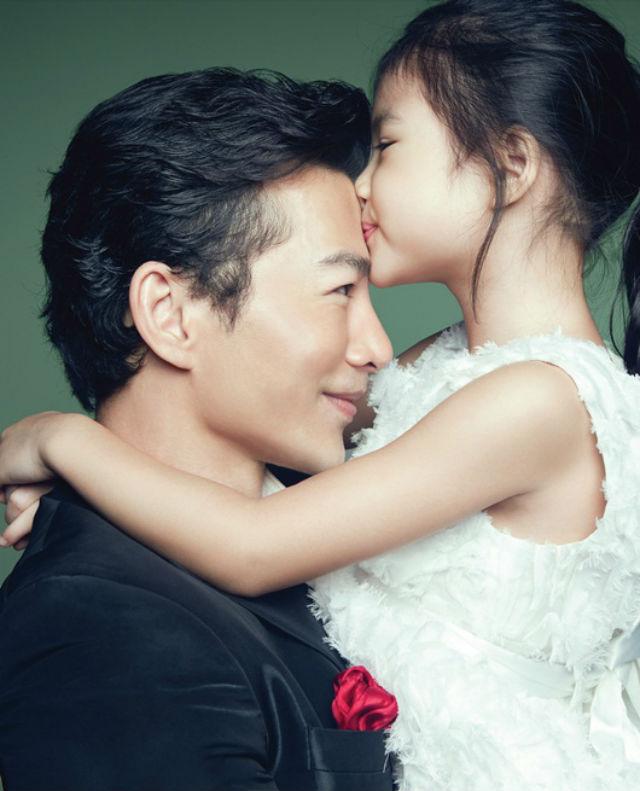 Khoảnh khắc đẹp của các ông bố nổi tiếng bên con gái - 10
