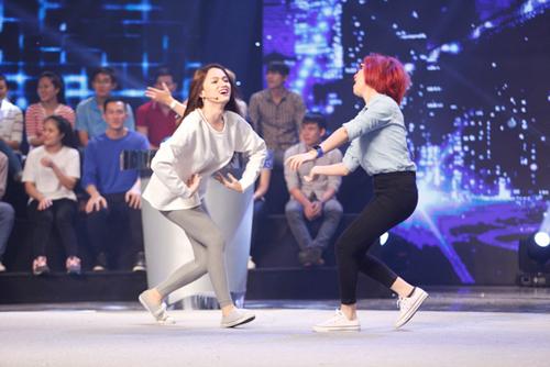 """Hòa Minzy """"quậy tung"""" sân khấu giữa ồn ào tình cảm - 2"""