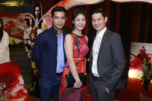 Trương Thế Vinh cùng bạn gái phi công dự ra mắt phim - 2