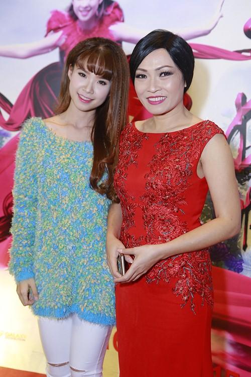 Trương Thế Vinh cùng bạn gái phi công dự ra mắt phim - 7