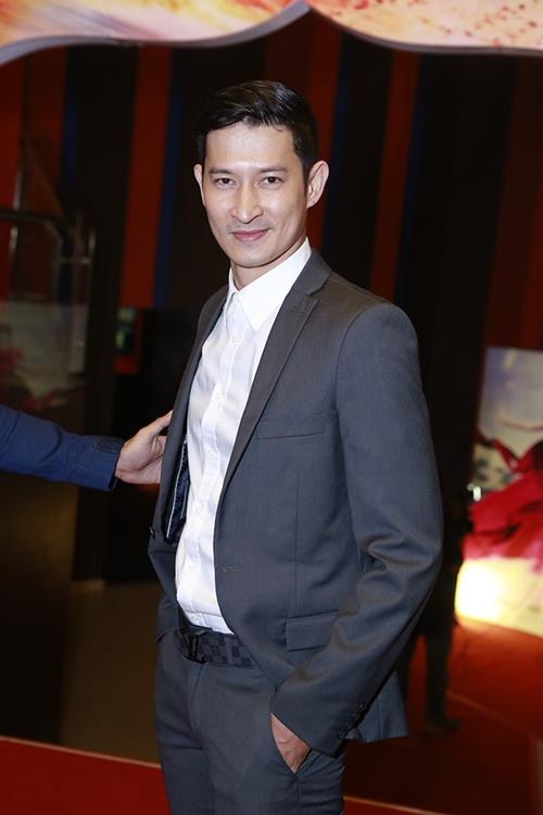 Trương Thế Vinh cùng bạn gái phi công dự ra mắt phim - 4