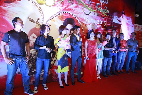 Trương Thế Vinh cùng bạn gái phi công dự ra mắt phim - 10