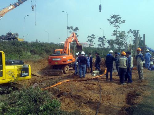 Hà Nội: Lại vỡ đường ống, 70.000 hộ dân mất nước - 4