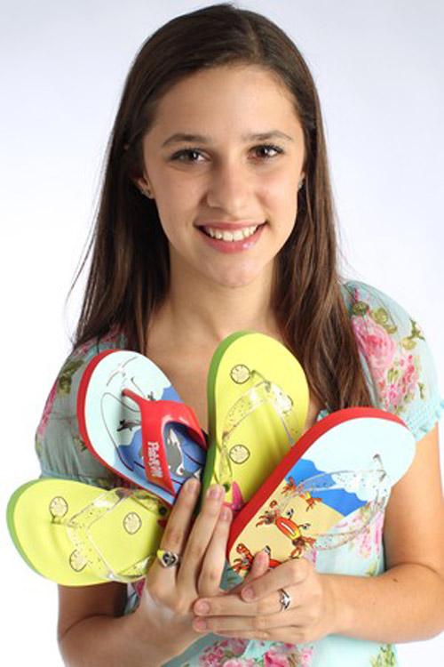 Cô gái 15 tuổi thành tỷ phú nhờ kinh doanh dép xỏ ngón - 1