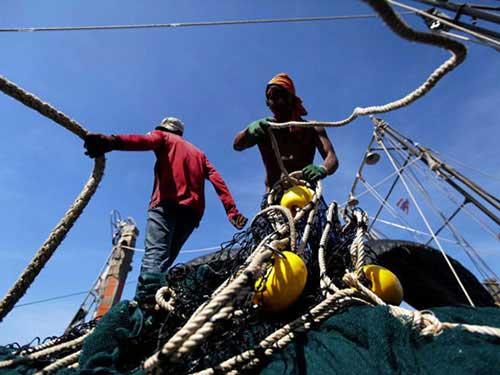 Thái Lan muốn đưa tù nhân lên tàu cá làm việc - 1