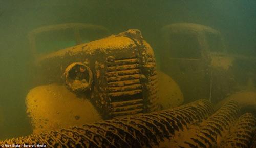 """""""Nghĩa địa"""" máy bay khổng lồ dưới đáy biển ở Nhật - 7"""