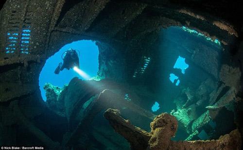 """""""Nghĩa địa"""" máy bay khổng lồ dưới đáy biển ở Nhật - 3"""