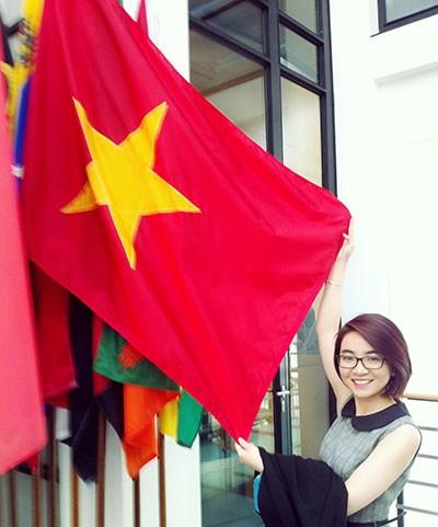 Cô gái Việt 'mê' luật biển - 2